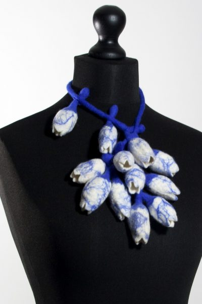 Necklace Tulip; delft blue